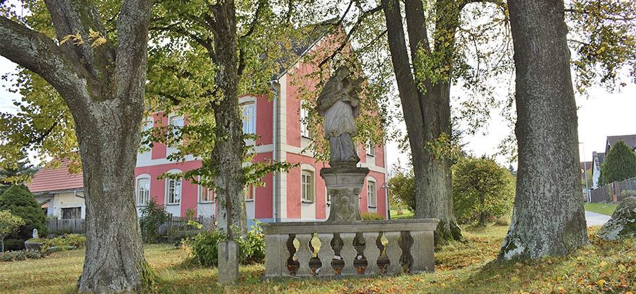 Johannes-Nepomuk-Statue
