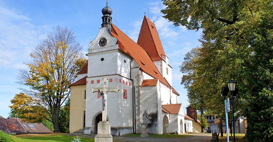 die romanische Kirche des hl. Nikolaus